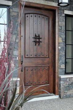 20 Versatile Rustic Decor Pieces For Your Home Rustic Front Door Design Front Door Entryway, Wood Front Doors, Exterior Front Doors, The Doors, Rustic Doors, Front Door Decor, Wooden Doors, Entry Doors, Garage Doors