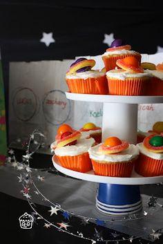 Saturn cupcakes casa de cupcake.: Space-tastic Party: The food.