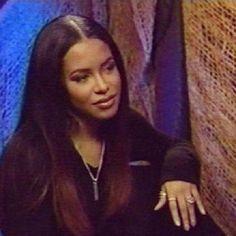 With Love: Selena, Aaliyah and Lisa Rip Aaliyah, Aaliyah Style, Aaliyah Singer, Black Girl Aesthetic, 90s Aesthetic, Black Girl Magic, Black Girls, Afro, Aaliyah Haughton