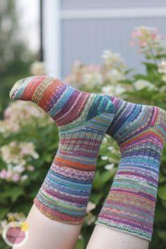 Räsymattosukat varpaasta varteen, ohje Knitting Socks, Leg Warmers, Crafts, Diy, Knit Socks, Leg Warmers Outfit, Manualidades, Bricolage, Do It Yourself