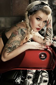 Pin Up CB 1100