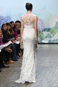 Sleeveless-V-Neck-Lace-Floor-Length-Sheath-Monique-Lhuillier-2012-Style-Mila-Wedding-Dress-Bridal-Gown.jpg (400×600)