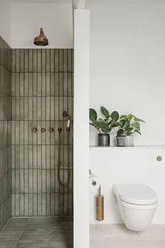 Bathroom Inspo, Bathroom Inspiration, Bathroom Trends, Shower Ideas Bathroom, Cool Bathroom Ideas, Interior Inspiration, Shower Tiles, Interior Ideas, Design Inspiration