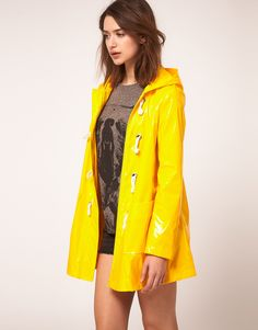 Definitely need a yellow raincoat like this to brighten up my day!