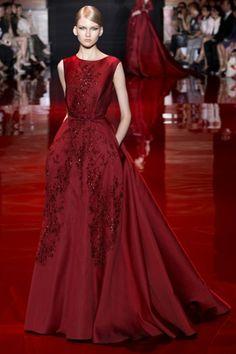 Elie Saab 2013 2014 Sonbahar Kış Couture Koleksiyonu şarap rengi gece elbisesi kırmızı gece elbisesi davet elbiseleri dekolte gece elbiseleri en şık gece elbiseleri uzun gece elbisesi düğün elbiseleri 682x1024 Elie Saab 2013 2014 Sonbahar / Kış Couture Koleksiyonu