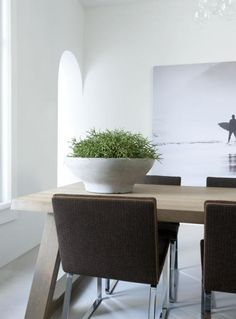 contemporary dining - rustic table modern chairs - Remy Meijer | Woonmagazine