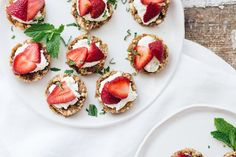 Raw Strawberry Summer Tarts is a simple go-to summer recipe using fresh fruit and under 10 ingredients to make this gluten free vegan crust. Vegetarian Snacks, Healthy Vegan Snacks, Healthy Summer Recipes, Vegan Sweets, Vegan Food, Healthy Eats, Strawberry Summer, Strawberry Tarts, I Want Food