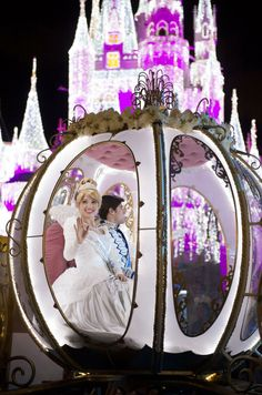Cinderella's Coach from the Mickey's Very Merry Christmas Party parade. #holiday #Disney #castle