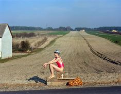 Not so long ago, there was a lively discussion of a photo shoot in which an elegant girl amuses herself in every possible way on a potato field: Polish Models, Elegant Girl, Mexico, Country Roads, Swimming, Photoshoot, Potato, Pictures, Notes