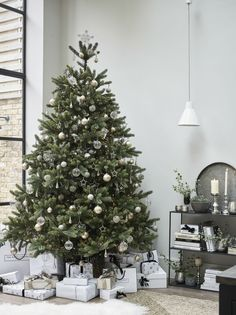 modern christmas tree The new Narnia. Transform your living room into something from a Winters fable with our magnificent Symons Christmas Tree, styled with mercury icicles, antiqued-silver baubles, jewelled stars and beyond. Elegant Christmas Trees, Christmas Tree Themes, Black Christmas, Outdoor Christmas Decorations, Christmas Tree Toppers, Christmas Tree With Presents, Antique Christmas, Christmas Tree With Silver Decorations, Ideas
