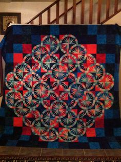 Crown of Thorns, pieced by Karrie Youngblood. quilted by Sharon Hughes.  Pattern by Judy Niemeyer