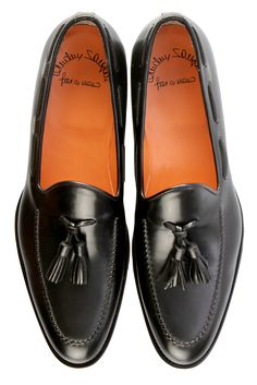 Visit Santoni's online boutique and discover the new collection: handmade shoes and accessories, representing the true excellence Made in Italy. Hot Shoes, Men S Shoes, Fashion Shoes, Mens Fashion, All About Shoes, Tassel Loafers, Kinds Of Shoes, Designer Shoes, Me Too Shoes