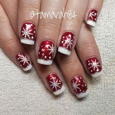 No photo description available. Christmas Present Nails, Christmas Gel Nails, Xmas Nail Art, Snowflake Nail Design, Snowflake Nails, Red Nails, Hair And Nails, Square Acrylic Nails, Sparkle Nails