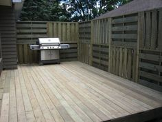 Privacy+Fence+From+Pallets | Privacy Wall with Pallets | Privacy fence | Pinterest