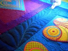 Another example how a quilt can be stunning, then kicked up another ten notches with the quilting.