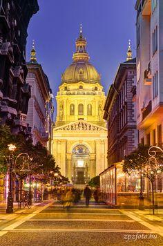 St. Stephen Basilica and the Zrínyi street. #Budapest #Hungary