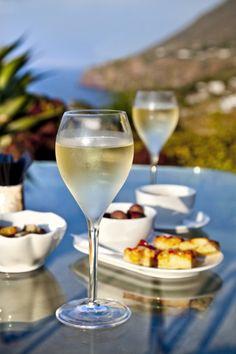 Stock-Fotografie: Prosecco Hotel Signum Malfa Salina Island Aeolian islands Sicily…