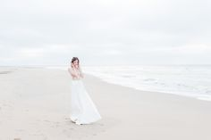 EMANUEL HENDRIK | Body: Sparkle - Rock: Tailor  | Model: Johanna Vorrath | Fotograf: Laboda | Hochzeitskleid / Wedding Dress - Hochzeit / Wedding - Düsseldorf & München / Duesseldorf & Munich - Handgefertigt / Handmade - Holland - Zeeland - Strand / Beach - Body - Spitze - Rock / Long Skirt