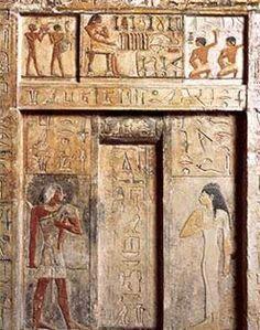 """Porta falsa do selador real Neferiu. Falsas portas """", também conhecidas como"""" portas Ka """", pois permitiram que o Ka (um elemento da"""" alma """") passasse por eles, eram comuns nos templos mortuários e túmulos do antigo Egito em torno da Terceira Dinastia e templos do Novo Reino."""