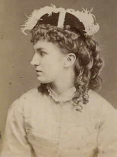 """London Stereoscopic Company photo of Nelly Bromley (Nellie), who created the role of the plaintiff Angelina in """"Trial By Jury"""" in 1875."""