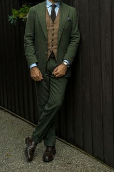 A Fabulous Office Attire For Mens With Double Breasted Deep Green Suit, Brown Top, A Black Tie, And Dark Brown Shoes. Tweed Wedding Suits, Tweed Suits, Wedding Men, Green Wedding Suit, Brown Tweed Suit, Mens Tweed Suit, Vintage Wedding Suits, Vintage Groom, Suit Vest