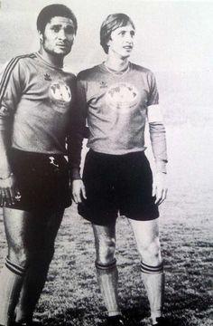 In Memoriam – Johan Cruyff : 100 Vintage Photos Retro Football, World Football, Vintage Photographs, Vintage Photos, Favorite Son, European Cup, Celebrities, People, Legends
