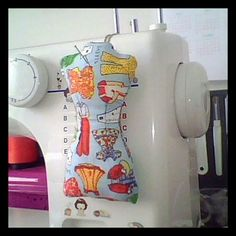Love the idea of having the pin cushion on the machine! So accessible!