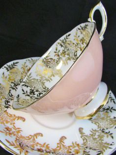 ROYAL-STANDARD-ORNATE-GOLD-DESIGNS-PEACH-WIDEMOUTH-TEA-CUP-AND-SAUCER