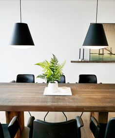 Dining room setting: Primum dining chair and plank table from by Løth.  #spisestue #spisestuestol #spisebord