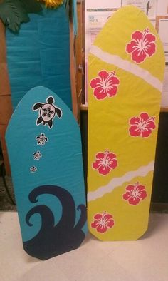 We are having a luau graduation for our pre~k classroom. I decided to.make surf boards for our photo booth.