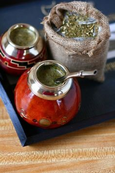 Yerba Mate-a South American Herbal Drink. Wholefoods apparently sells yerba mate in loose leaf, tea bag or ready brewed bottled forms. Argentina Food, Yerba Mate Tea, Food N, Gourds, Whole Food Recipes, Tea Time, Tea Party, Herbalism, The Cure