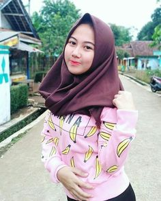 Hijaber Manja: Icca Model Beautiful Hijab From Bandung Beautiful Muslim Women, Beautiful Hijab, Hips And Curves, Handsome Prince, Indonesian Girls, Girl Hijab, Hijab Chic, Covergirl, Hijab Fashion