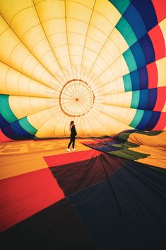 Soaring the skies isn't the only magical part of a hot air balloon ride. With Rainbow Ryders, the entire experience is an adventure. 🌈 Air Balloon Rides, Hot Air Balloon, Balloon Wedding, Colorado Springs, Places To See, Phoenix, Cool Photos, Balloons, Bucket