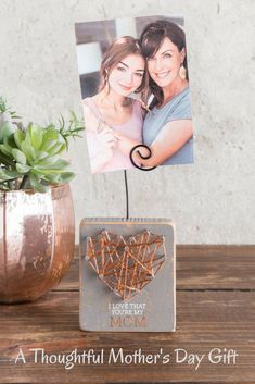 """This string art photo frame holder will be an amazing gift for Mother's day. The inscription is so thoughtful - """"I love that you are my Mom"""". #stringart #ad #mothersday"""