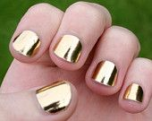 Vixen of Versailles: Gold Metallic Nails