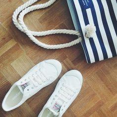 """23 Likes, 1 Comments - Emilie (@petit_em_blog) on Instagram: """"ce weekend, je customise ces petites baskets pour le concours #diymanietluxus #manietluxus #diy…"""""""
