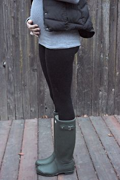 Baby Bump. Hunter boots, black leggings - so cute and fashionable! / Katie Did What