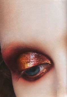 metallic red/bronze eyeshadow, with bleached brows. Reminds me of lava.