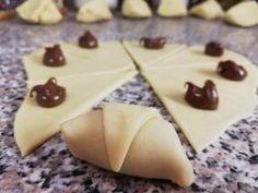 Rohlíčky ze zakysané smetany | recept Nutella, Bakery, Food And Drink, Pudding, Sweets, Cookies, Desserts, Nova, Google