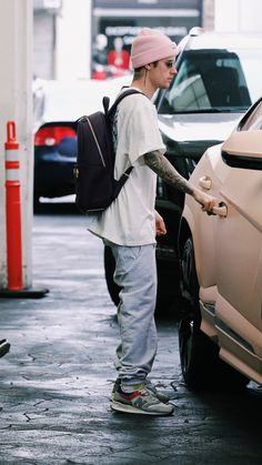 Justin leaving a dermatologist in Beverly Hills, California today. Justin Bieber Outfits, Justin Bieber Style, Justin Bieber Pictures, Justin Bieber Wallpaper, Well Dressed Men, Looks Style, Like4like, Street Wear, Mens Fashion