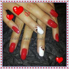 """Szerelmes körmök Premium Finish 1301 és 1308 színes zselékkel Kovács Zsuzsa Teodóráól. / """"Loving nails"""" made with Premium Finish 1301, 1308 made by Zsuzsa Teodóra Kovács. #pearlnails #valentinesday #rednails #nails #nailart #nailstagram #nailswag"""