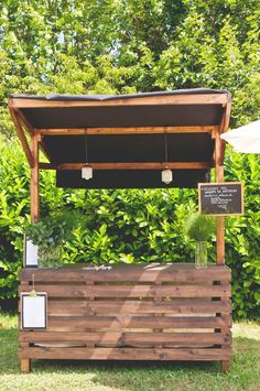 Outdoor Pallet Bar, Outdoor Patio Bar, Backyard Bar, Coffee Shop Design, Cafe Design, Pool Bar, Lounge Bar, Pop Up Cafe, Food Stands