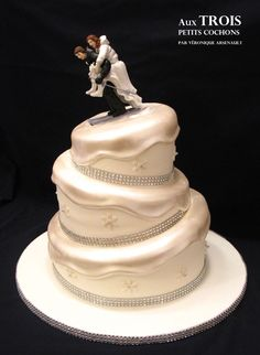 "Made by ""Aux TROIS petits cochons par Veronique Arsenault"" (Join us on Facebook!!!) Topsy turvy wedding cake for skiing lovers!"