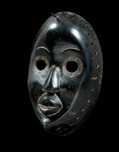 DAN MASK Ivory Coast. H 24 cm. Provenance: Swiss private collection.