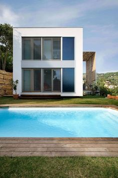 small house plans with indoor swimming pool Small Swimming Pools, Swimming Pool Designs, Prefabricated Houses, Prefab Homes, Residential Architecture, Architecture Design, Modern Wooden House, Wooden Houses, Philippine Houses
