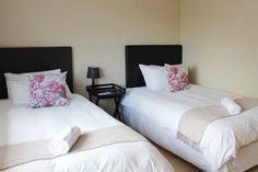 View Smithland Guest Apartments and all our other Accommodation listings in Cape Town. Credit Cards, Cape Town, Apartments, Catering, The Unit, Lunch, Website, Dinner, Stars