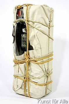 Christo und Jeanne-Claude - Wrapped Payphone