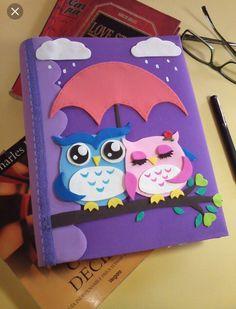 Discover thousands of images about como decorar un album de tareas con fieltro Owl Crafts, Diy And Crafts, Crafts For Kids, Paper Crafts, Diy Notebook, Decorate Notebook, File Decoration Ideas, Foam Sheets, Scrapbook Albums