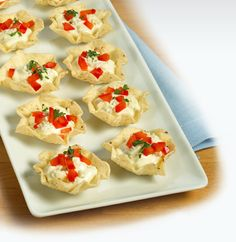 Learn how to make Spicy Crab-and-Caviar Pinchers . MyRecipes has tested recipes and videos to help you be a better cook Lump Crab Meat Recipes, Crab Dip Recipes, Seafood Recipes, Caviar, Fun Cooking, Cooking Recipes, No Cook Appetizers, Delicious Appetizers, Appetizer Recipes