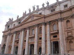 Fachada de la Basílica de San Pedro en el #Vaticano, #Roma.
